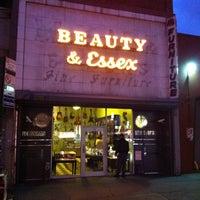 Das Foto wurde bei Beauty & Essex von Tayaba J. am 2/15/2012 aufgenommen