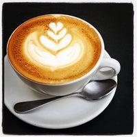 10/22/2011 tarihinde Leo Z.ziyaretçi tarafından Peregrine Espresso'de çekilen fotoğraf