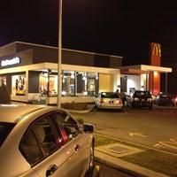 Das Foto wurde bei McDonald's & McCafé von Jake L. am 3/26/2012 aufgenommen