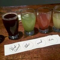 รูปภาพถ่ายที่ Round Guys Brewing Company โดย John D. เมื่อ 8/4/2012