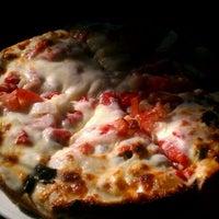 Foto scattata a Greek Gourmet da Lisa B. il 12/7/2011