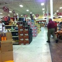 10/10/2011 tarihinde Jonathan C.ziyaretçi tarafından Binny's Beverage Depot'de çekilen fotoğraf