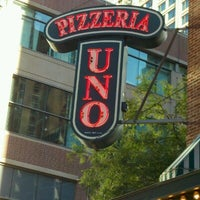 Uno Pizzeria Grill Chicago Pizza Place In Chicago