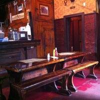 Das Foto wurde bei Jules Maes Saloon von Robert W. am 7/17/2011 aufgenommen