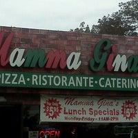 Foto tirada no(a) Mama Gina's Italian Restaurant & Pizzeria por Edd_Love em 10/3/2011