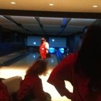 Das Foto wurde bei Blackhawk Bowl / Martini Lounge von Sara R. am 4/15/2012 aufgenommen