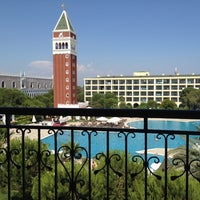 Foto tirada no(a) Venezia Palace Deluxe Resort Hotel por Tolga G. em 6/24/2012