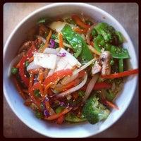Снимок сделан в Lulu's Thai Noodle Shop пользователем Lesley 6/16/2012