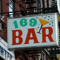 Foto scattata a 169 Bar da Lisa G. il 8/24/2011