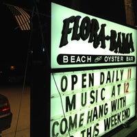 Foto tirada no(a) Flora-Bama Lounge, Package, and Oyster Bar por Sissi G. em 5/27/2012
