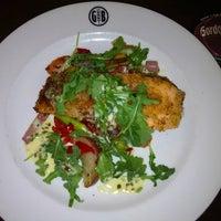 Foto tomada en Gordon Biersch Brewery Restaurant por Charles H. el 4/11/2012