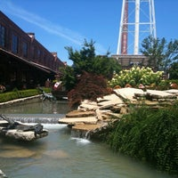 Das Foto wurde bei Tyler's Restaurant & Taproom von Phil T. am 6/16/2012 aufgenommen