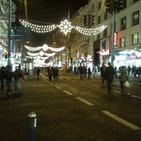 รูปภาพถ่ายที่ Mariahilfer Straße โดย b_highdi เมื่อ 11/26/2011