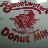 Das Foto wurde bei Sweetwater's Donut Mill von Tae B. am 7/30/2011 aufgenommen