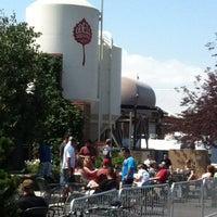 รูปภาพถ่ายที่ Odell Brewing Company โดย Tim H. เมื่อ 6/16/2012
