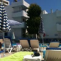 Foto tirada no(a) Ponz Apart Hotel por Vicky C. em 8/26/2011