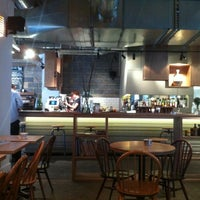 6/30/2012 tarihinde Nick L.ziyaretçi tarafından Lantana Cafe'de çekilen fotoğraf