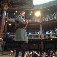 Das Foto wurde bei Shakespeare's Globe Theatre von Andrée-Anne am 8/21/2012 aufgenommen