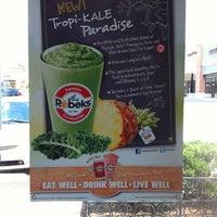 Foto scattata a Robeks Fresh Juices & Smoothies da Andrea S. il 6/25/2012