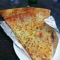 Снимок сделан в Jumbo Slice Pizza пользователем Jason D. 7/4/2012