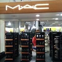 รูปภาพถ่ายที่ Macy's โดย annie t. เมื่อ 9/29/2011