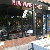 Foto tirada no(a) New Wave Coffee por Bill D. em 5/29/2012