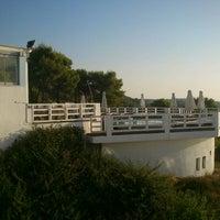 Foto tirada no(a) Kivo Art Hotel & Suites Skiathos por Olia em 9/6/2012