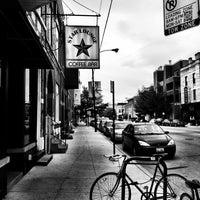 Foto tirada no(a) Dark Matter Coffee (Star Lounge Coffee Bar) por Metavurt em 6/19/2011