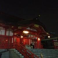 Foto diambil di Hanazono Shrine oleh Toshikatsu H. pada 3/22/2012