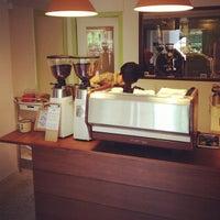 Foto tirada no(a) Nylon Coffee Roasters por Alvin B. em 8/5/2012