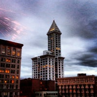 Foto scattata a Smith Tower da Scott S. il 7/31/2012