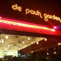 Das Foto wurde bei De Pauh Garden Restaurant & Cafe von Shah A. am 4/27/2012 aufgenommen