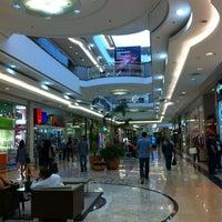 รูปภาพถ่ายที่ Shopping Anália Franco โดย Claudio B. เมื่อ 5/26/2012