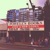 6/26/2012 tarihinde Cindy T.ziyaretçi tarafından Powell's City of Books'de çekilen fotoğraf