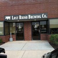 รูปภาพถ่ายที่ Lost Rhino Brewing Company โดย Pat B. เมื่อ 4/25/2012