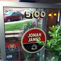 Photo prise au Jonah James par Betty E. le6/27/2012