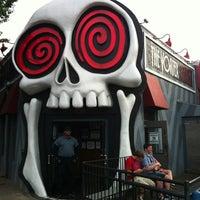 รูปภาพถ่ายที่ The Vortex Bar & Grill โดย Sal R. เมื่อ 5/11/2012