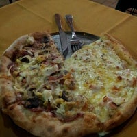 2/21/2012 tarihinde Ricardo D.ziyaretçi tarafından Papaula Pizzaria'de çekilen fotoğraf