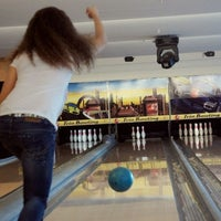 3/5/2012 tarihinde Aleyna S.ziyaretçi tarafından Shey Bowling & Cafe'de çekilen fotoğraf