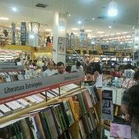 Foto tirada no(a) Saraiva MegaStore por Marcelo B. em 10/13/2011