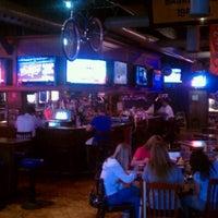 Photo prise au Heroes Sports Bar & Grill par Ryan G. le9/27/2011