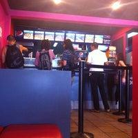 Foto tomada en Monster Pizza por HRO G. el 6/6/2012