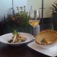 Foto scattata a Basho Japanese Brasserie da Josie K. il 7/16/2011