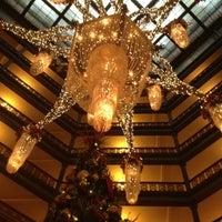 Das Foto wurde bei The Brown Palace Hotel and Spa von Ben E. am 12/25/2011 aufgenommen