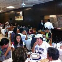Foto diambil di Restaurante Nicos oleh Paulina C. pada 3/31/2012