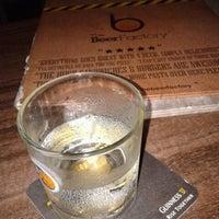 Снимок сделан в The Beer Factory & The Attic пользователем Kahyian L. 3/1/2012