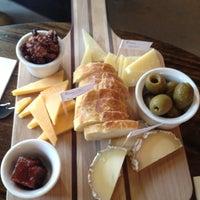 Das Foto wurde bei C'est Cheese von Tosca D. am 5/26/2012 aufgenommen