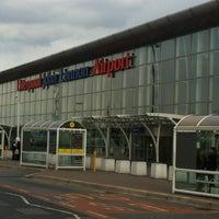 Foto tirada no(a) Liverpool John Lennon Airport (LPL) por Fernando D. em 5/6/2012