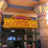 Das Foto wurde bei Cinemark Egyptian 24 von Shawnette am 7/14/2011 aufgenommen