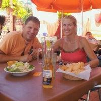Foto tomada en La Parrilla Mexican Restaurant por Alex T. el 8/28/2011